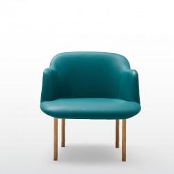 Deep armchair with 4 wooden oak legs