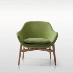 Lounge armchair with 4 wood feet Manta