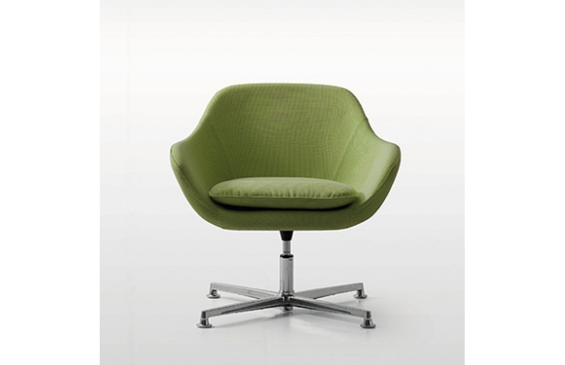 Lounge armchair with 4 races frame Manta