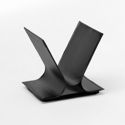 Vivo magazine rack in leather and steel